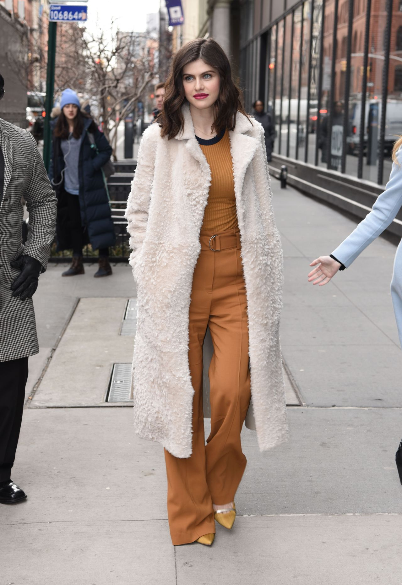 http://celebmafia.com/wp-content/uploads/2018/01/alexandra-daddario-style-outside-aol-live-in-nyc-01-29-2018-10.jpg