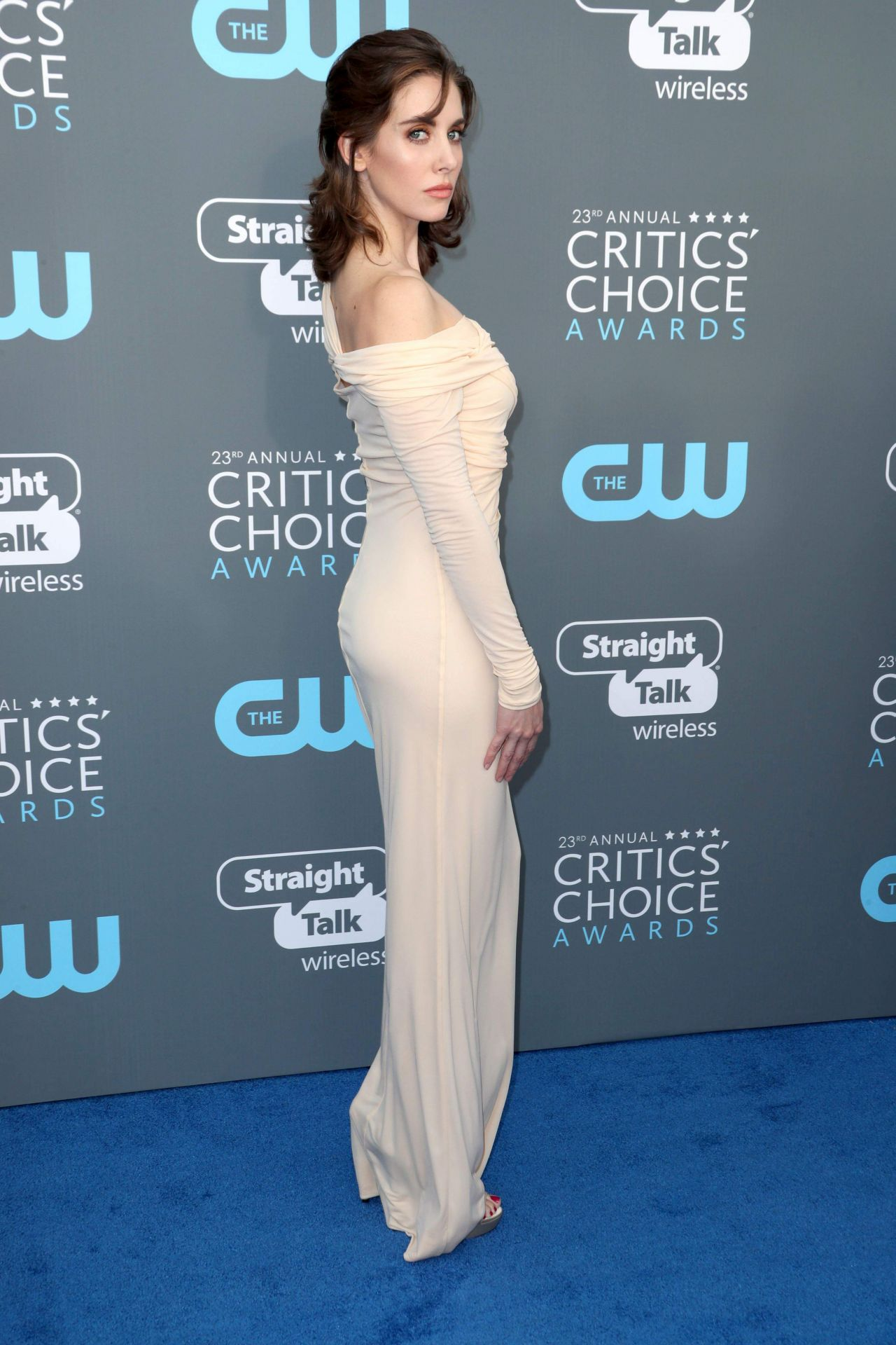 http://celebmafia.com/wp-content/uploads/2018/01/alison-brie-2018-critics-choice-awards-4.jpg