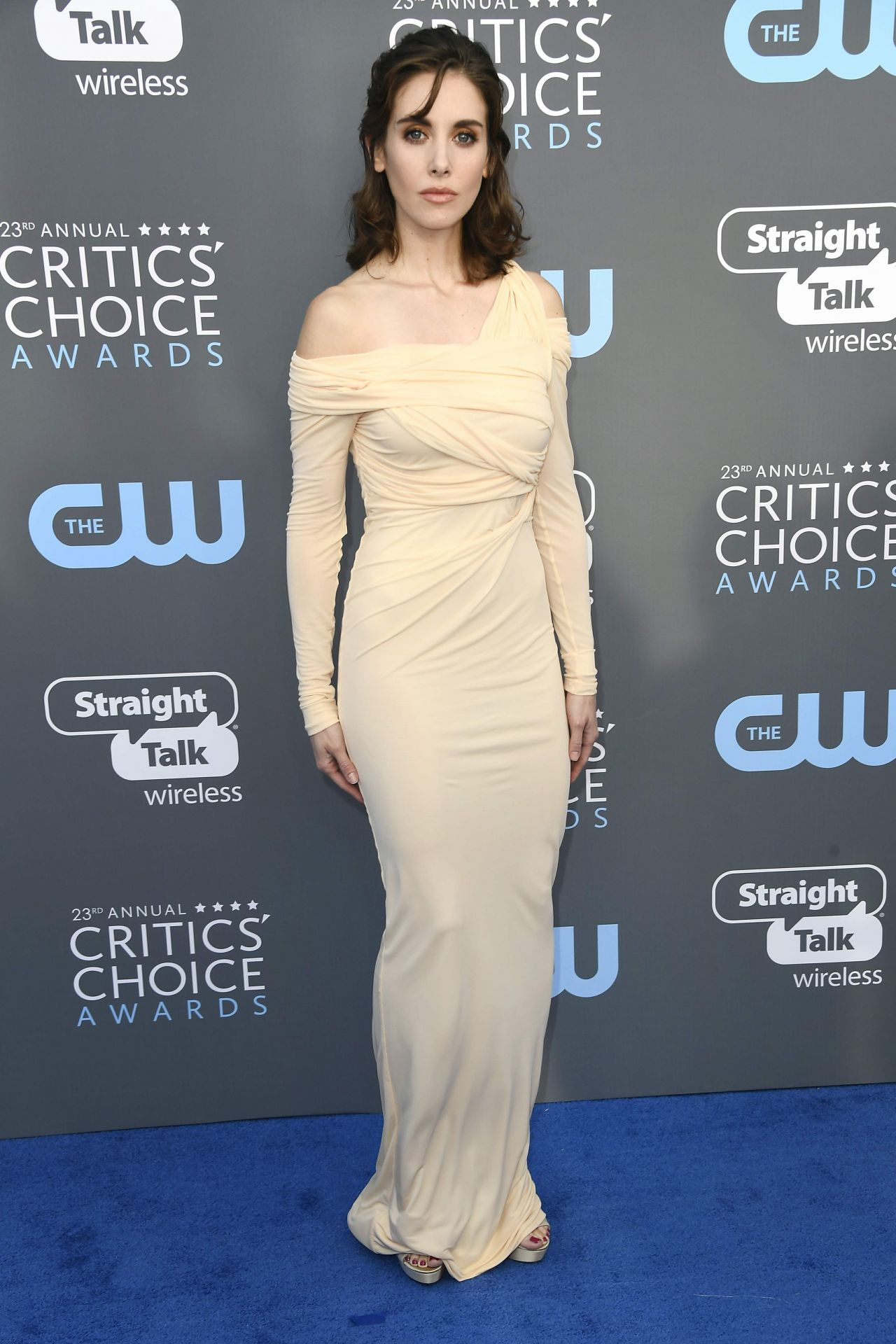 http://celebmafia.com/wp-content/uploads/2018/01/alison-brie-2018-critics-choice-awards-6.jpg