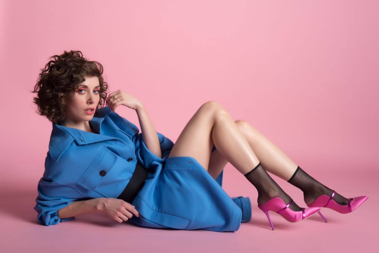 http://celebmafia.com/wp-content/uploads/2018/01/alison-brie-photoshoot-for-nylon-magazine-december-2017-january-2018-7.jpg