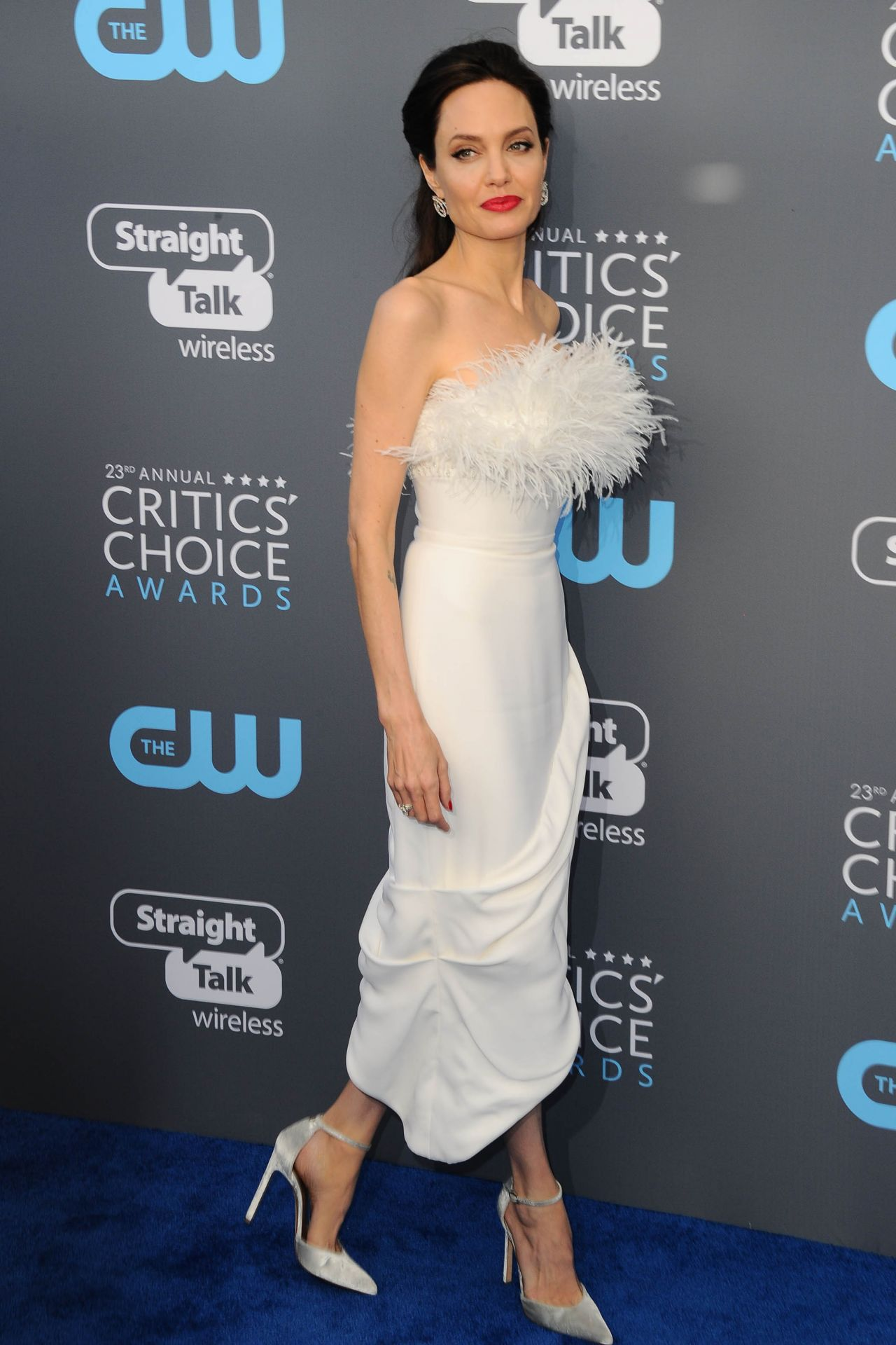 http://celebmafia.com/wp-content/uploads/2018/01/angelina-jolie-2018-critics-choice-awards-1.jpg
