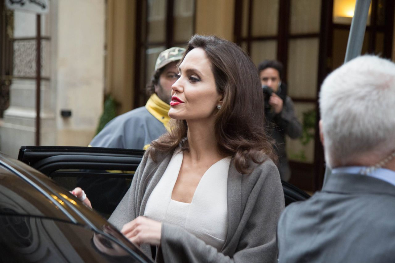 http://celebmafia.com/wp-content/uploads/2018/01/angelina-jolie-leaving-her-hotel-in-paris-01-30-2018-6.jpg