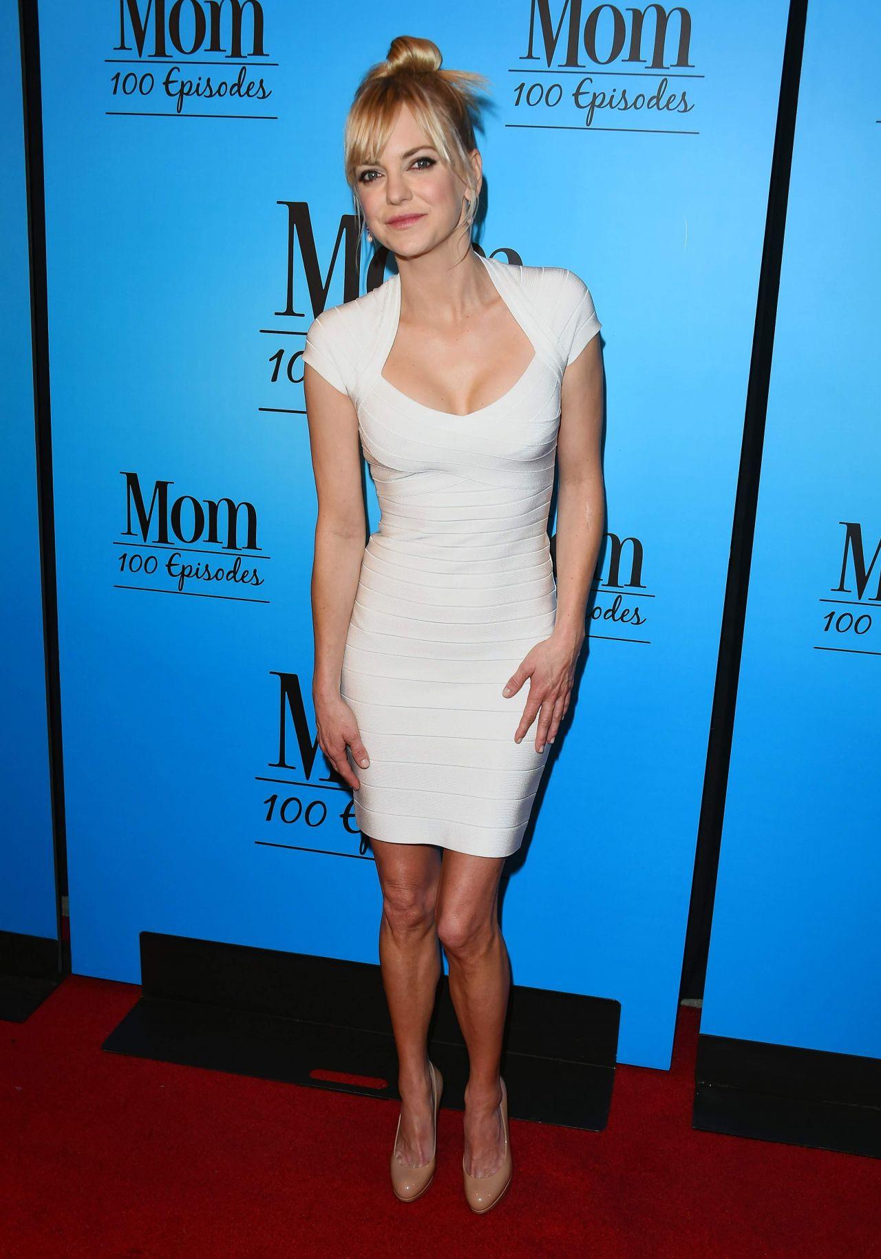 Anna Faris Quot Mom Quot Celebrates 100 Episodes In Los Angeles