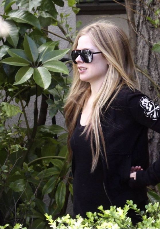 Avril Lavigne Leaving a Studio in Los Angeles