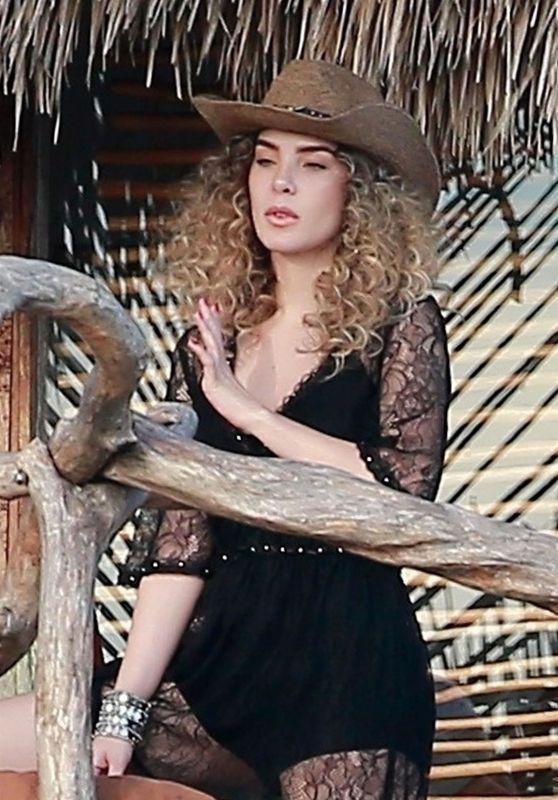 Belinda Peregrin - Photoshoot in Tulum 01/12/2018