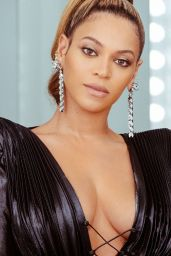 Beyonce - Photoshoot Before Attending Pre-Grammy 2018 Party in NYC