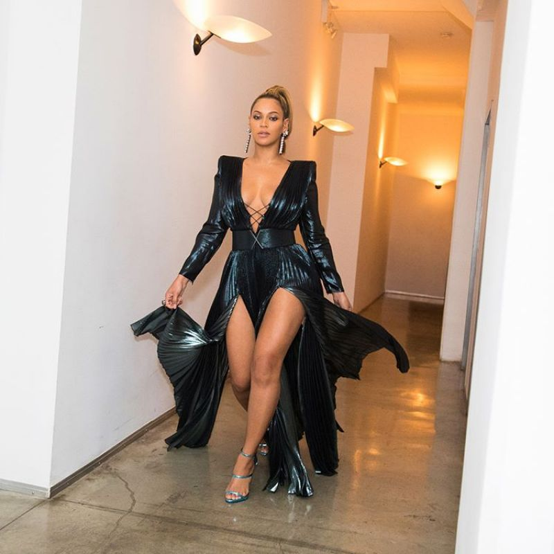 http://celebmafia.com/wp-content/uploads/2018/01/beyonce-photoshoot-before-attending-pre-grammy-2018-party-in-nyc-2.jpg