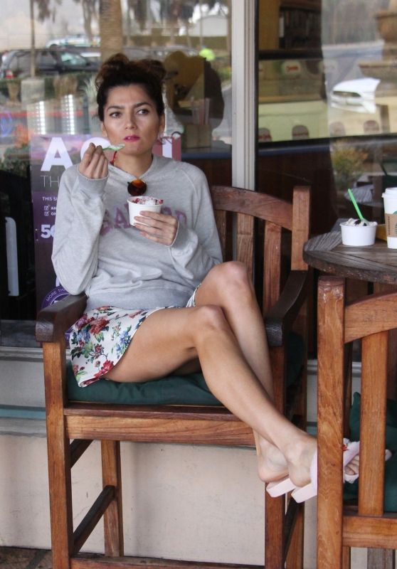 Blanca Blanco - Gets Ice Cream in Malibu