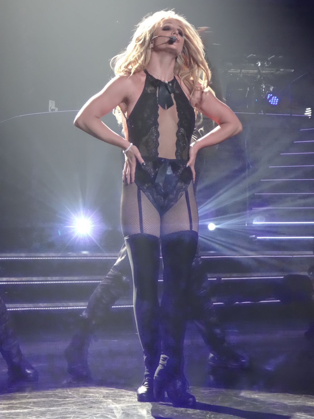 Leaving Las Vegas >> Britney Spears Performs at the AXIS at Planet Hollywood in Las Vegas