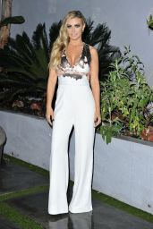 Carmen Electra is Stylish - Leaving Dinner in Beverly Hills
