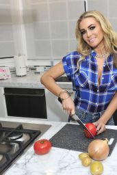 Carmen Electra - Trying Out a Few Recipes For Her the Super Bowl Party in Beverly Hills