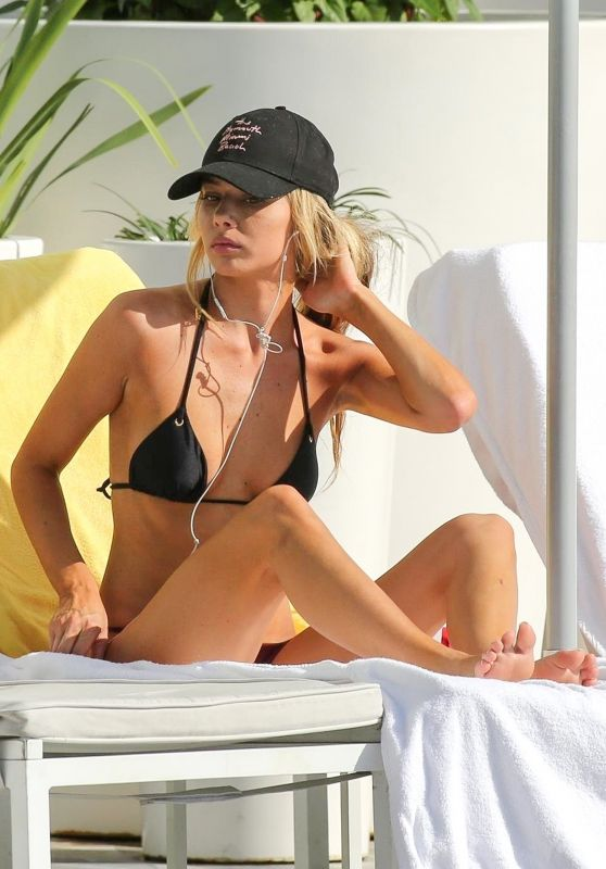 Celeste Bright Bikini Candids - Sunbathing in Miami 01/23/2018