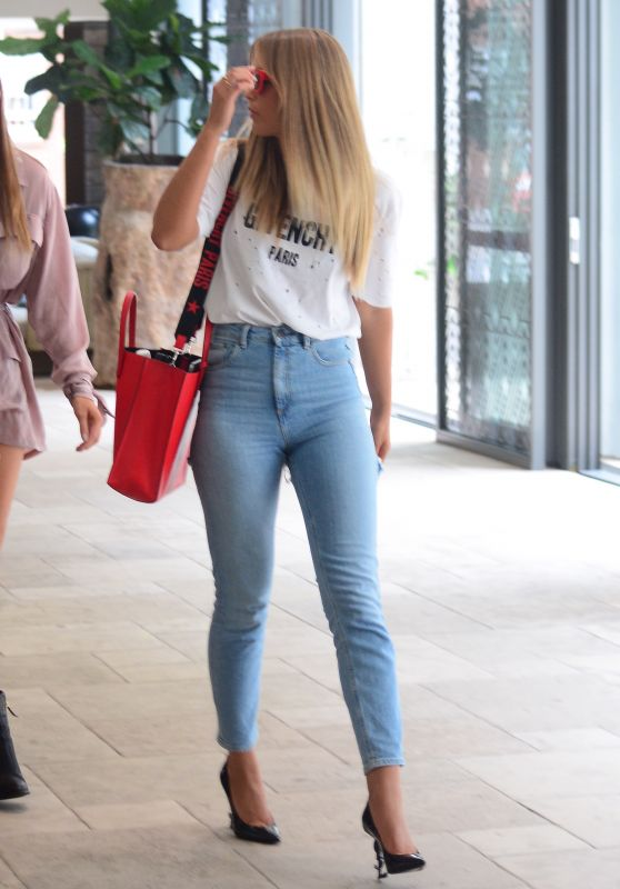 Charlotte Crosby, Ashy Bines, Tammy Hembrow and Steph Claire at Airport in Sydney 01/25/2018