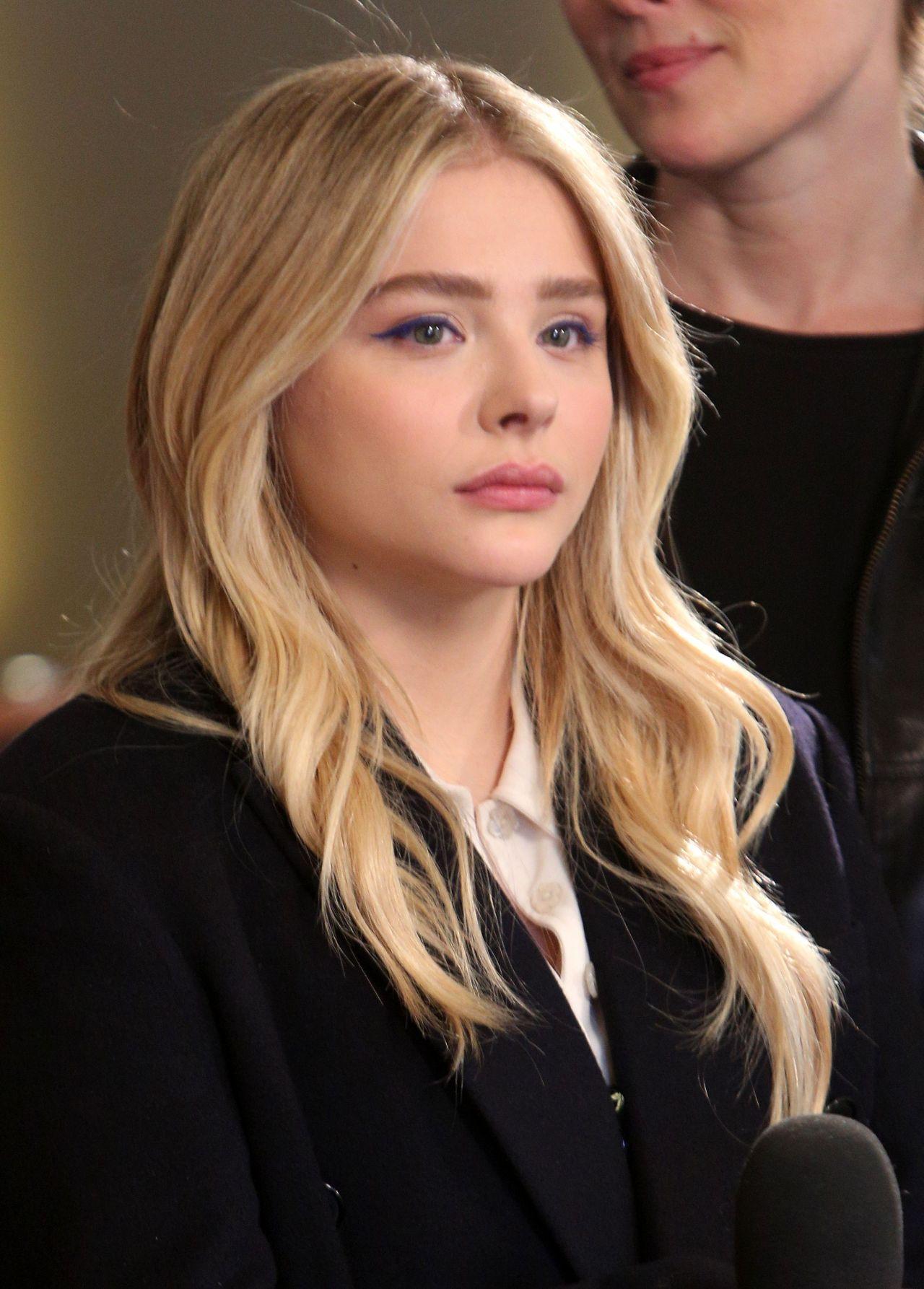 Chloe Moretz - Deadlin...