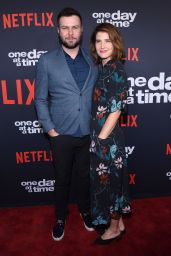 """Cobie Smulders – """"One Day at a Time"""" TV Show Season 2 Premiere in Los Angeles"""