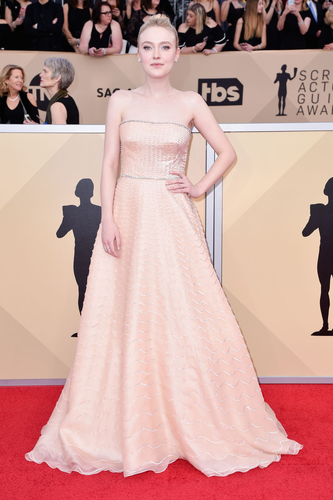 http://celebmafia.com/wp-content/uploads/2018/01/dakota-fanning-2018-sag-awards-in-la-12.jpg