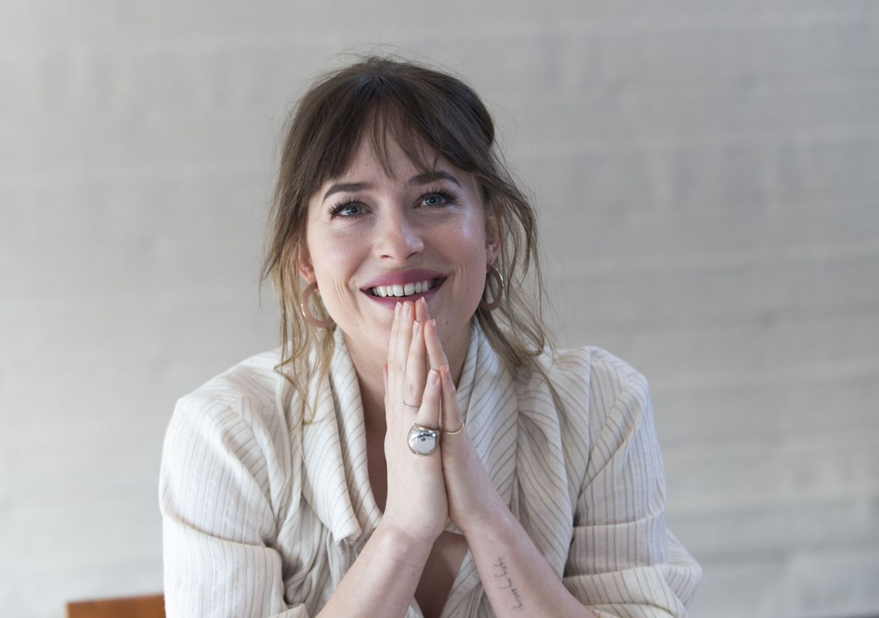 http://celebmafia.com/wp-content/uploads/2018/01/dakota-johnson-fifty-shades-freed-press-conference-in-los-angeles-6.jpg