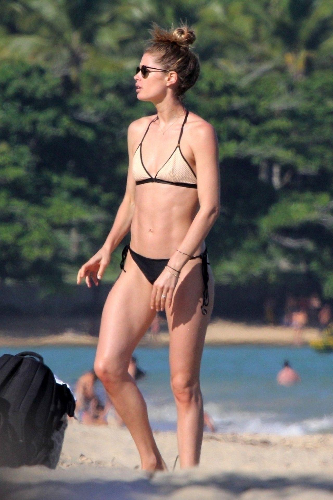 Candice Swanepoel and Doutzen Kroes in Bikini at Espelho Beach in Bahia Pic 8 of 35