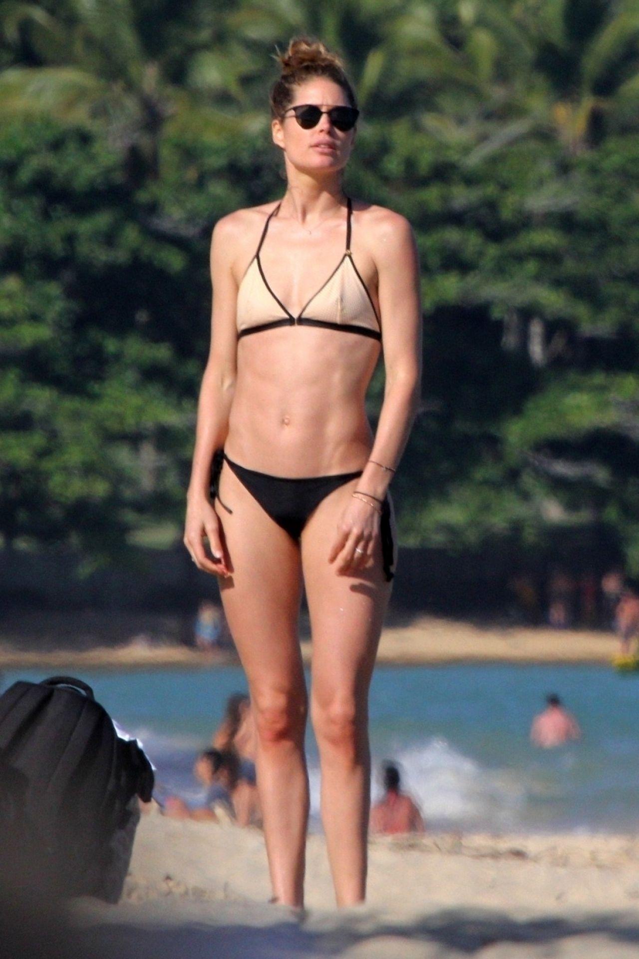 Candice Swanepoel and Doutzen Kroes in Bikini at Espelho Beach in Bahia Pic 7 of 35