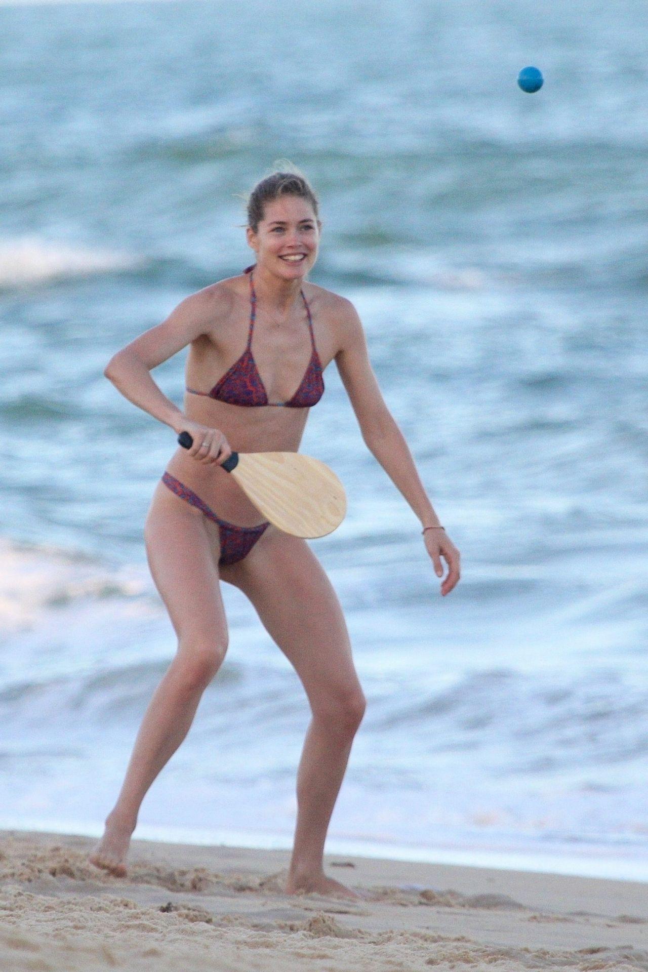 Doutzen Kroes in Bikini on Bahia beach in Brazil Pic 3 of 35