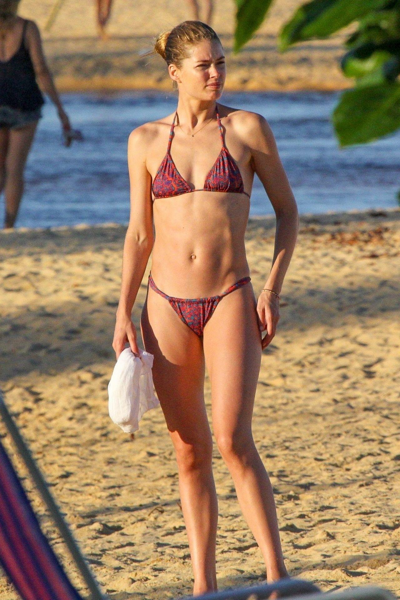 Doutzen Kroes in Bikini on Bahia beach in Brazil Pic 10 of 35