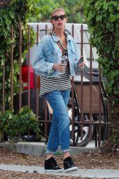 Elizabeth Turner Street Style - Santa Monica 01/16/2018