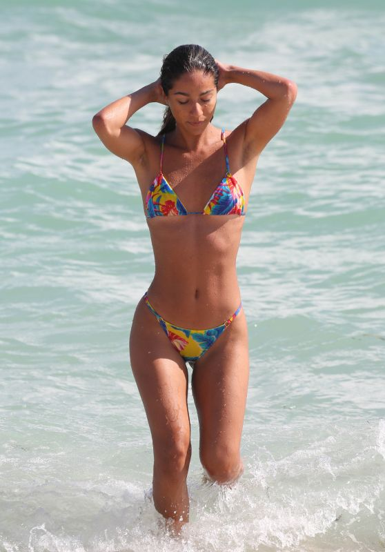 Erika Wheaton Shows Off Her Bikini Body - Beach in Miami 01/12/2018