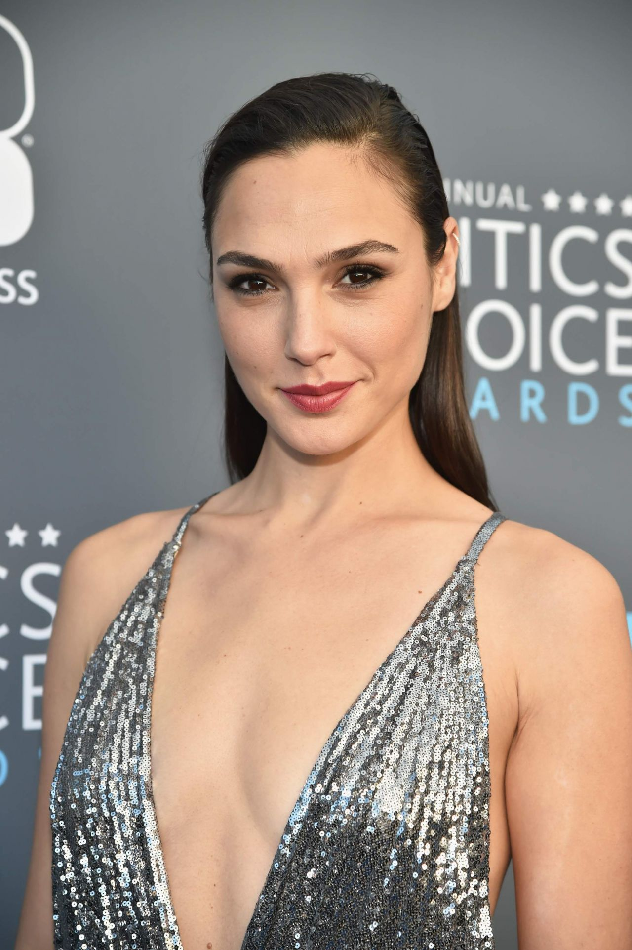 W472924 furthermore Sexy Wallpaper Gallery For Game Of Thrones Star Carice Van Houten further Good Morning America Anchors Thrilled To Wel e Michael Strahan W203388 moreover Franco citti additionally Oscars 2018 90th Academy Awards Elton Johns Party Jane Seymour Age Playboy Dress. on oscars 2017 red carpet live