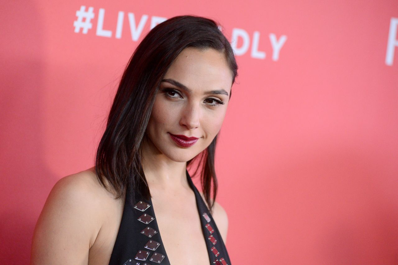 http://celebmafia.com/wp-content/uploads/2018/01/gal-gadot-revlon-s-live-boldly-campaign-launch-in-nyc-2.jpg