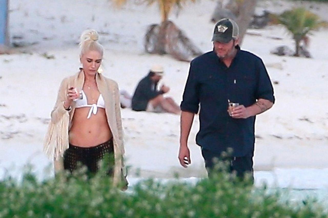 Gwen Stefani in Bikini Top in Playa del Carmen Pic 25 of 35