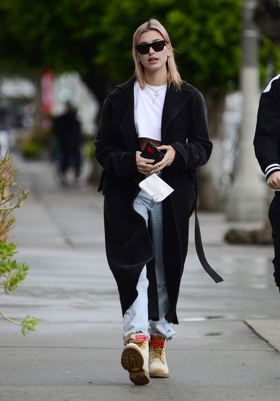 Hailey Baldwin Street Fashion - Out in Los Angeles, CA 01/09/2018