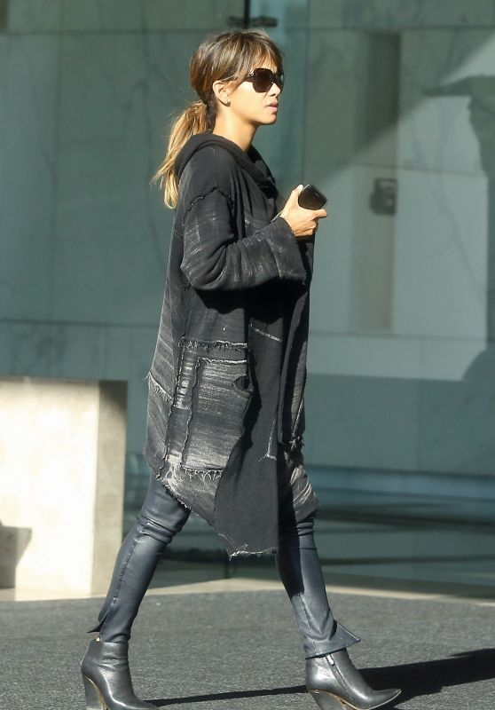 Halle Berry - Leaves an Office Building in Beverly Hills