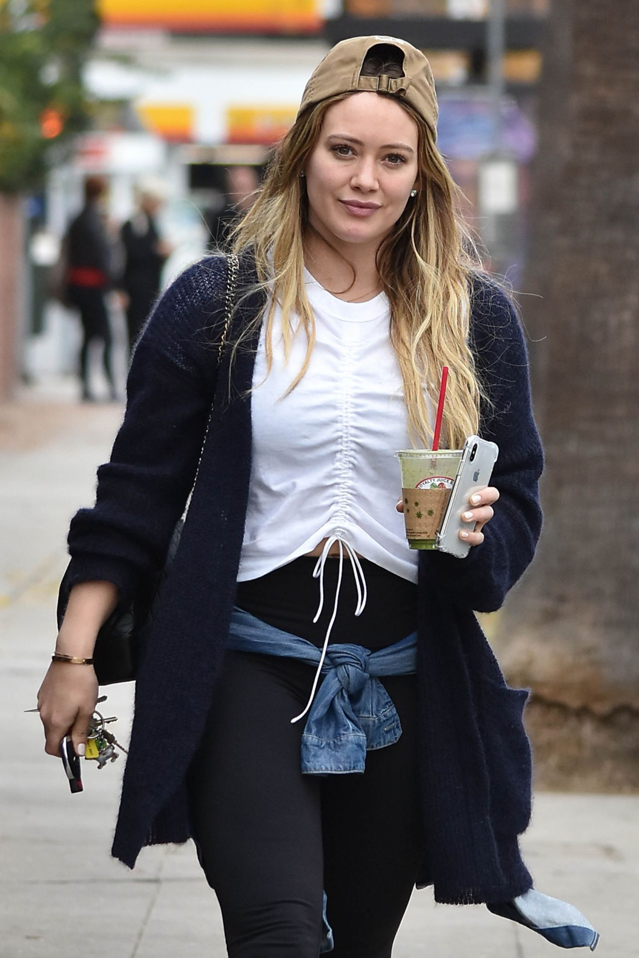 Hilary Duff Leaves Lunch at Joan's on Third in Studio City хилари дафф