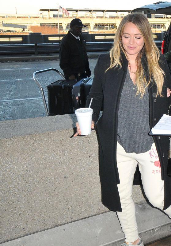 Hilary Duff - Washington DC Airport 01/09/2018