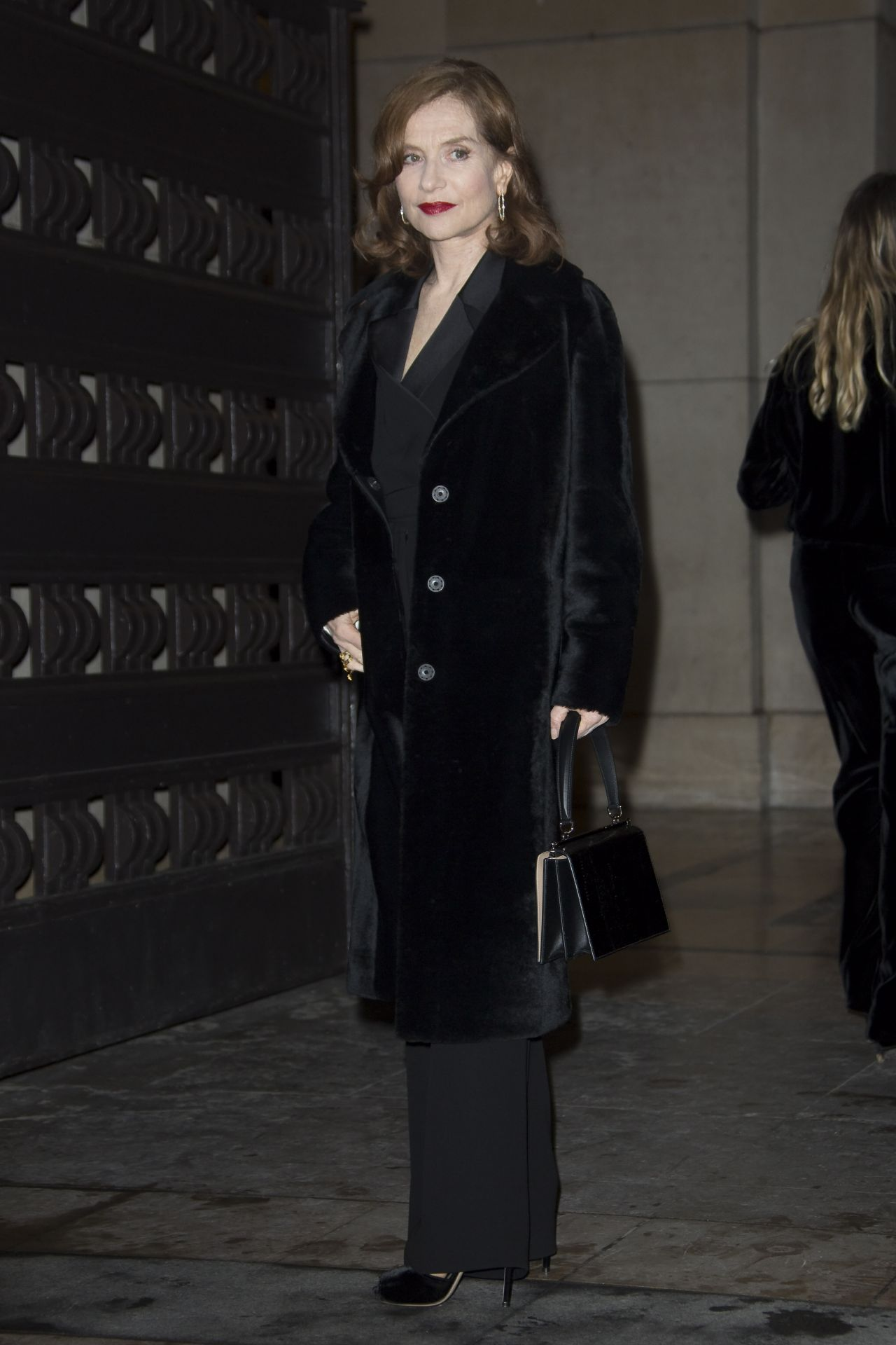 http://celebmafia.com/wp-content/uploads/2018/01/isabelle-huppert-giorgio-armani-prive-show-spring-summer-2018-in-paris-0.jpg