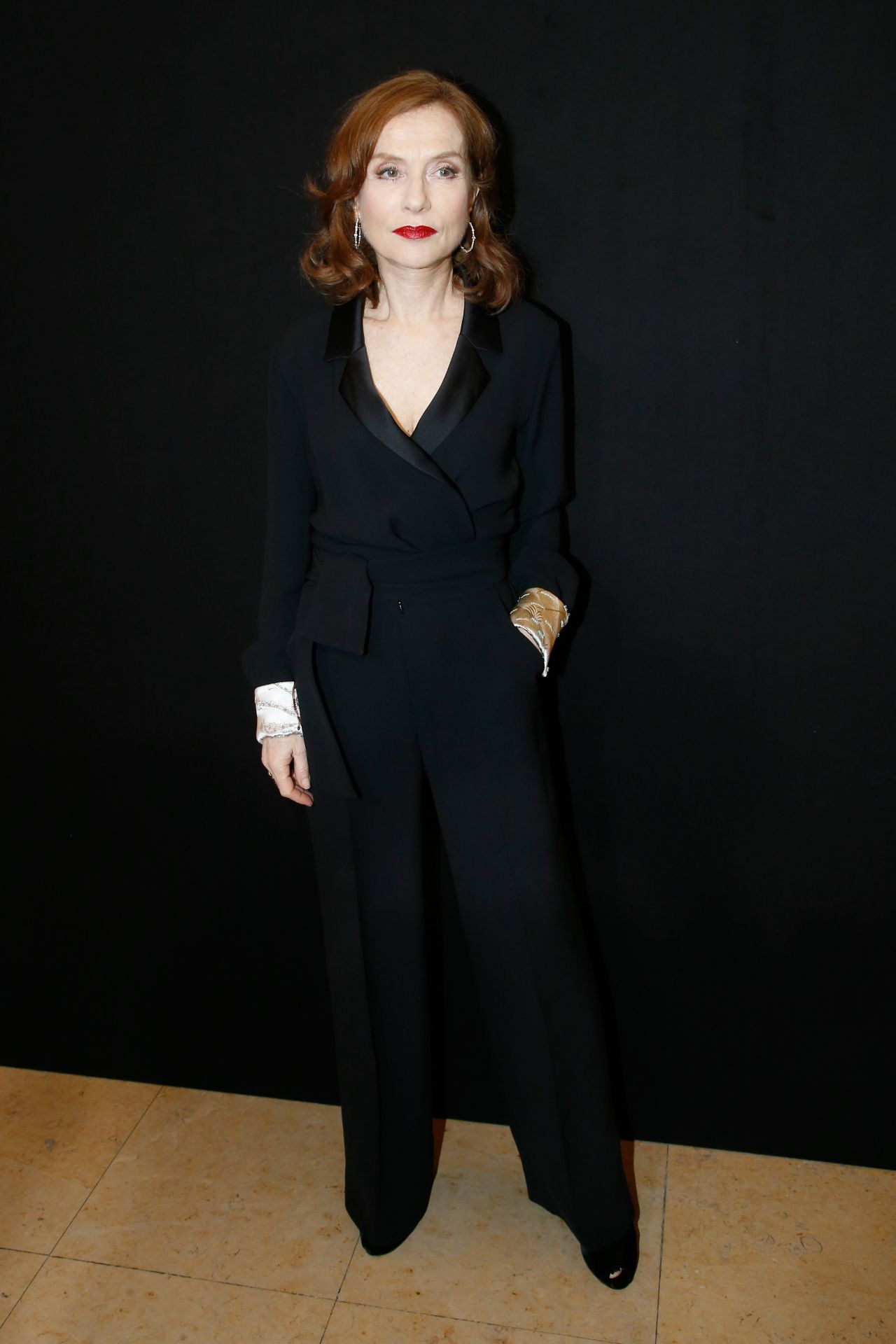 http://celebmafia.com/wp-content/uploads/2018/01/isabelle-huppert-giorgio-armani-prive-show-spring-summer-2018-in-paris-3.jpg