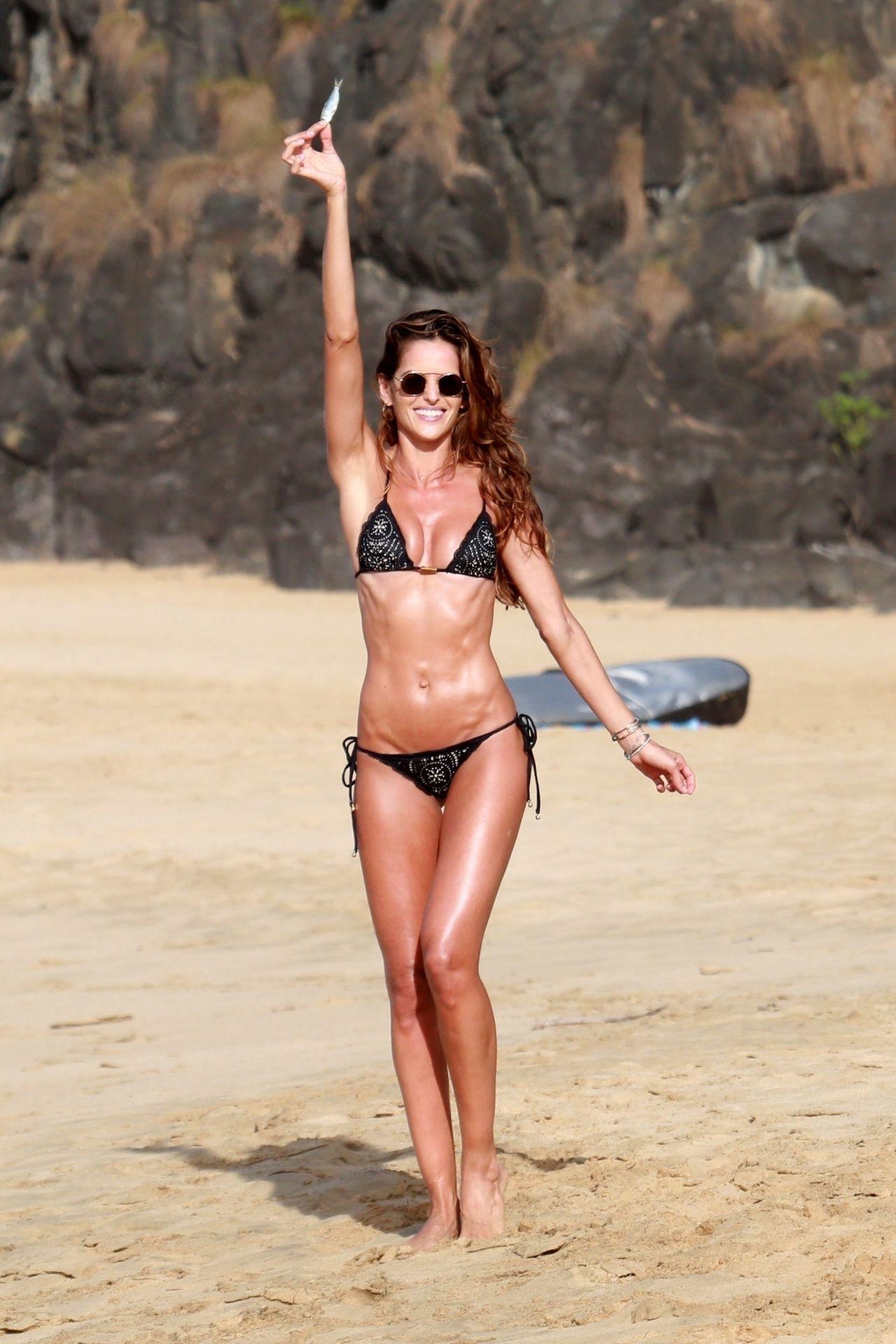 Izabel Goulart in Bikini at Cacimba Do Padre Beach in Fernando De Noronha Pic 10 of 35