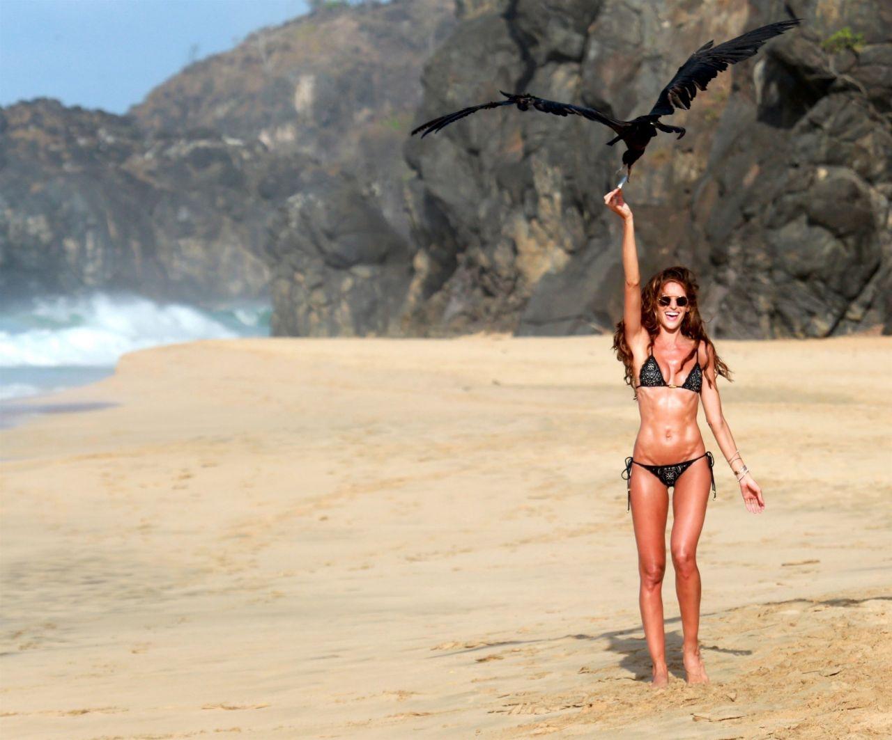 Izabel Goulart in Bikini at Cacimba Do Padre Beach in Fernando De Noronha Pic 2 of 35