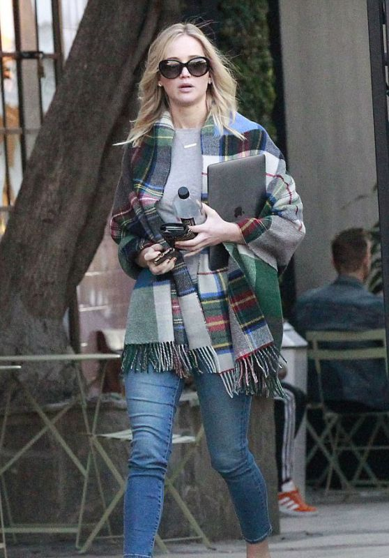 Jennifer Lawrence in Casual Outfit Out in Los Angeles