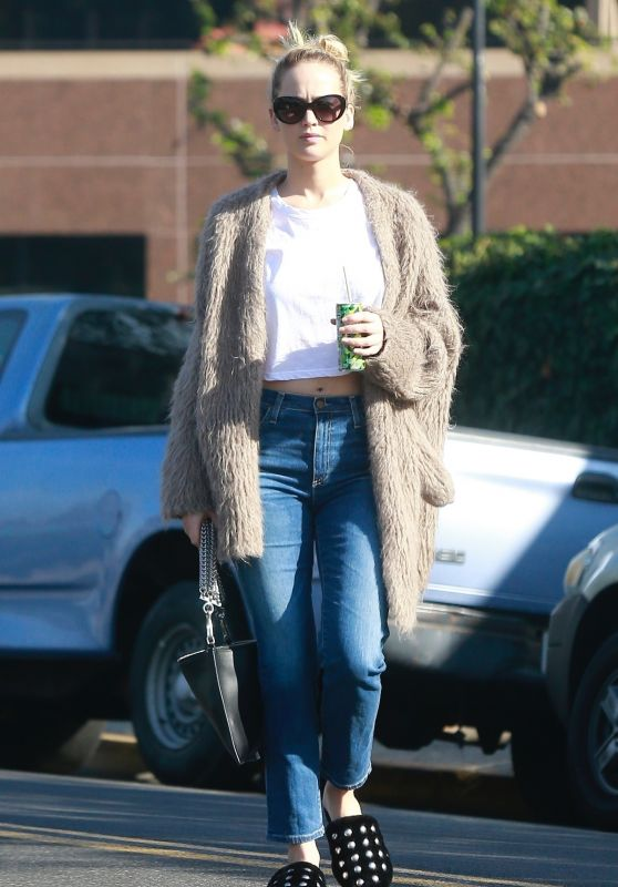 Jennifer Lawrence in Casual Outfit Shopping in Beverly Hills