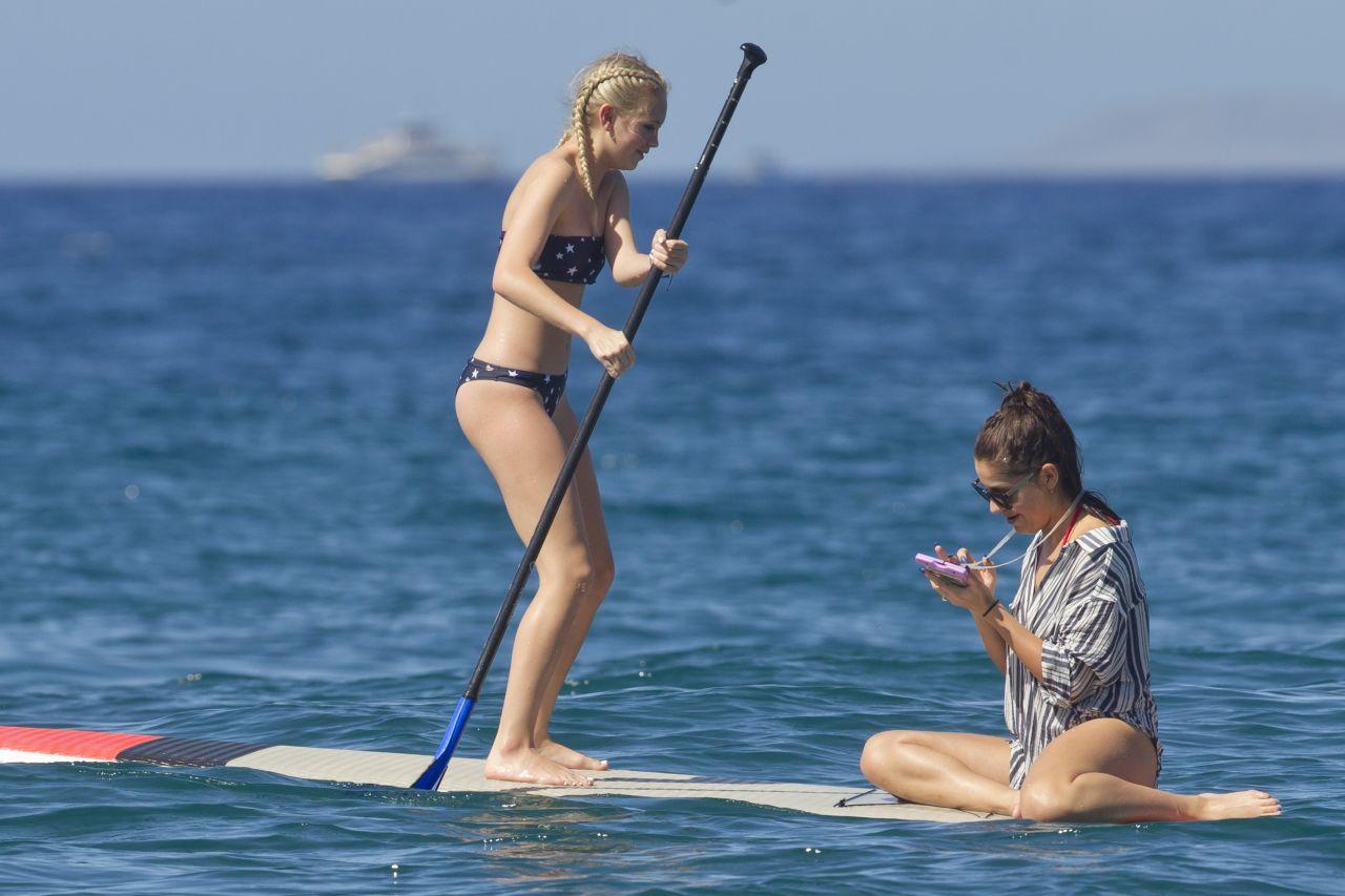 Jordyn Jones in Bikini on the beach in Hawaii Pic 15 of 35
