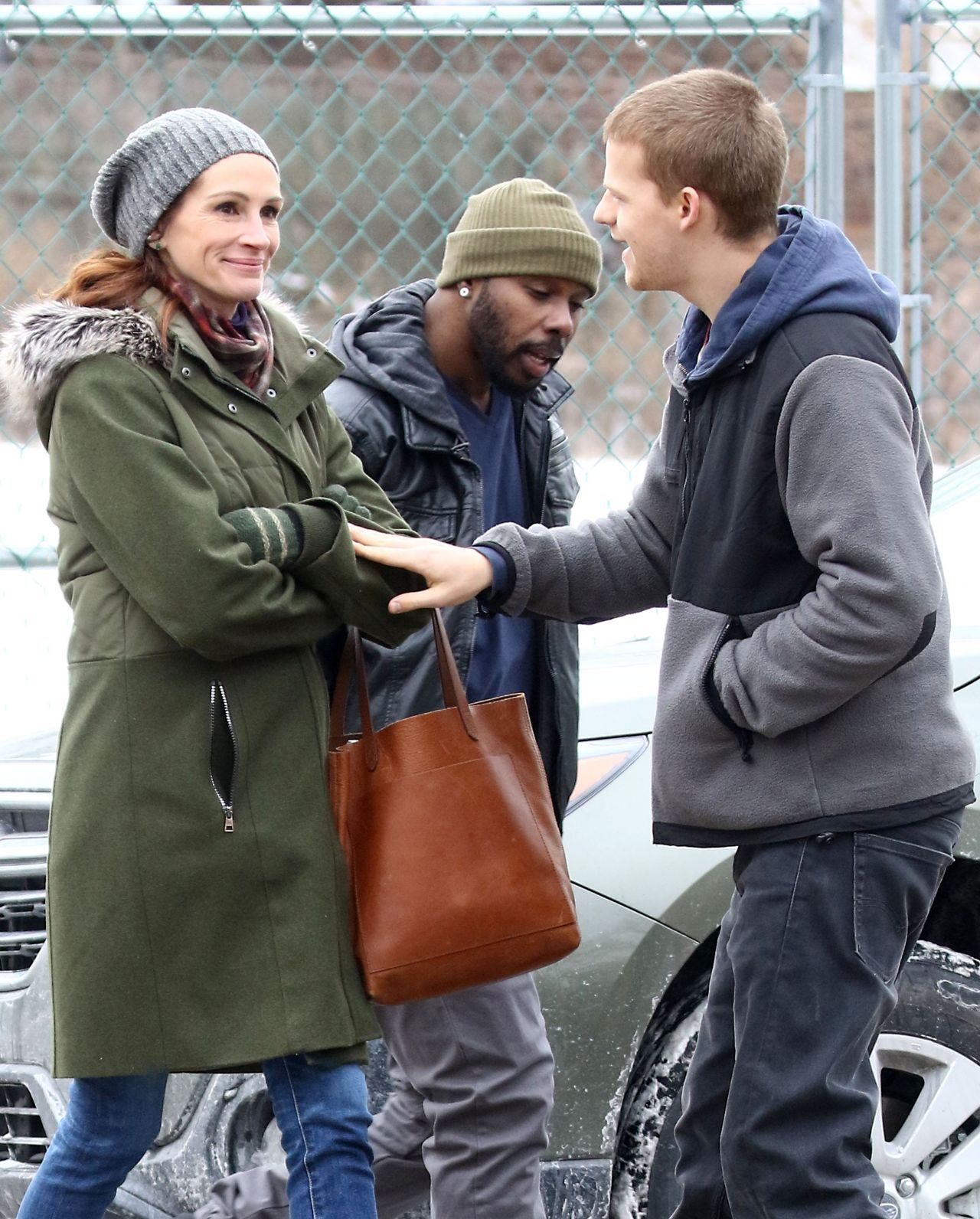 Julia Roberts And Lucas Hedges Filming Quot Ben Is Back Quot In