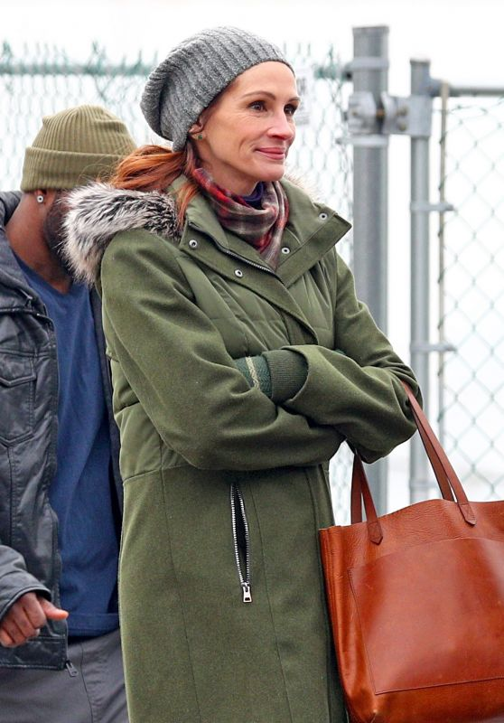 """Julia Roberts and Lucas Hedges Filming """"Ben Is Back"""" in Yonkers, NY"""