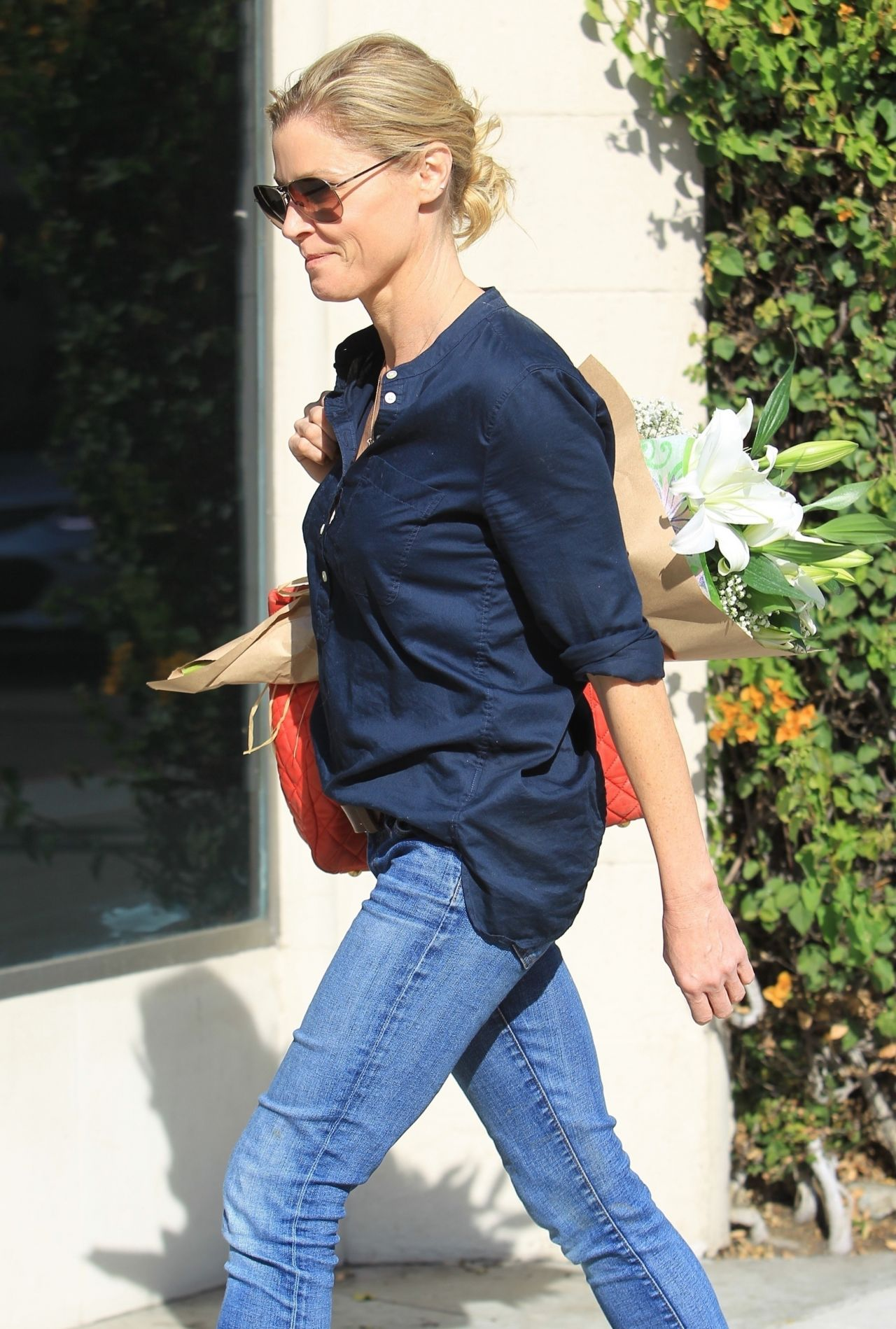 Julie Bowen In Casual Outfit Beverly Hills 01 18 2018