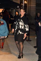 Kate Hudson arrives at Valentino Fashion Show in Paris 01/24/2018