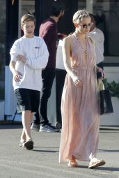 Kate Hudson - Goes for Lunch and Shopping with Danny Fujikawa in Brentwood