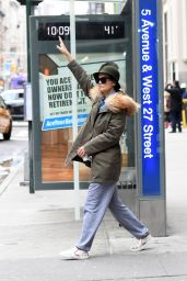 Katie Holmes - Waving for the bus at a Bus stop at 5av in NYC