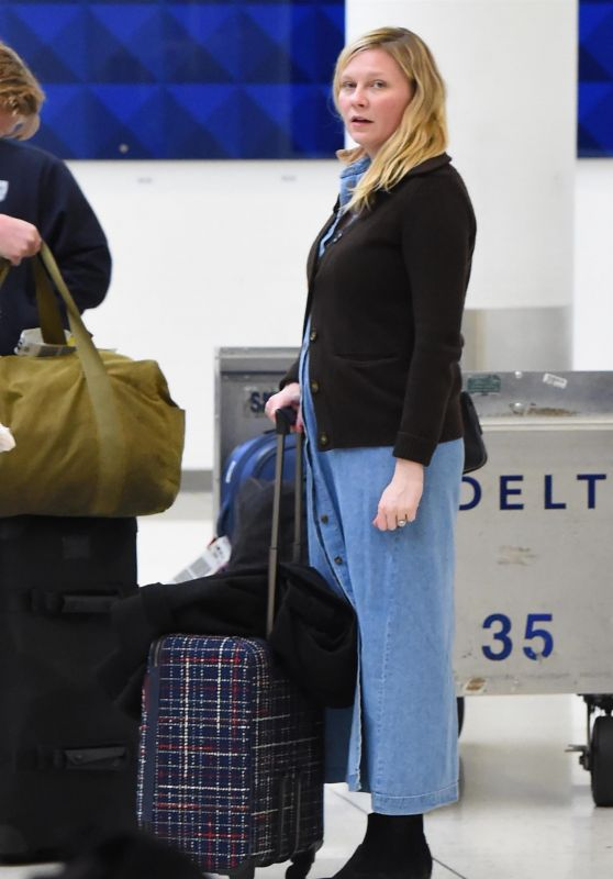 Kirsten Dunst and Her Fiancee Jesse Plemons Arriving at LAX in Los Angeles