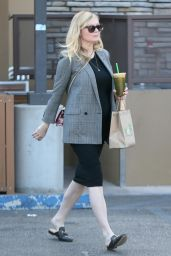 Kirsten Dunst - Shows Off Her Growing Baby Bump in Studio City