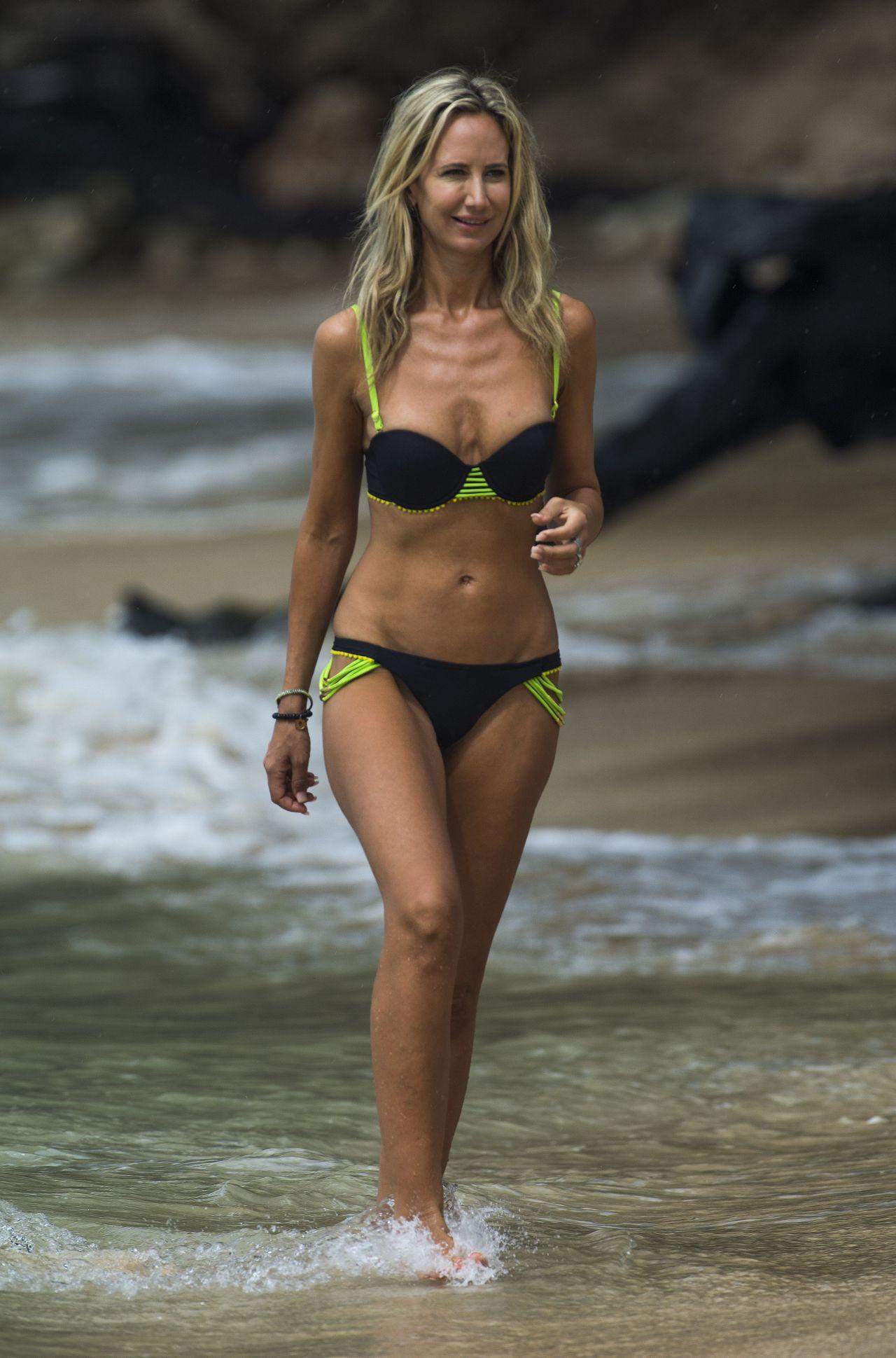 Lady Victoria Hervey in Bikini Boat Party in Barbados Pic 27 of 35